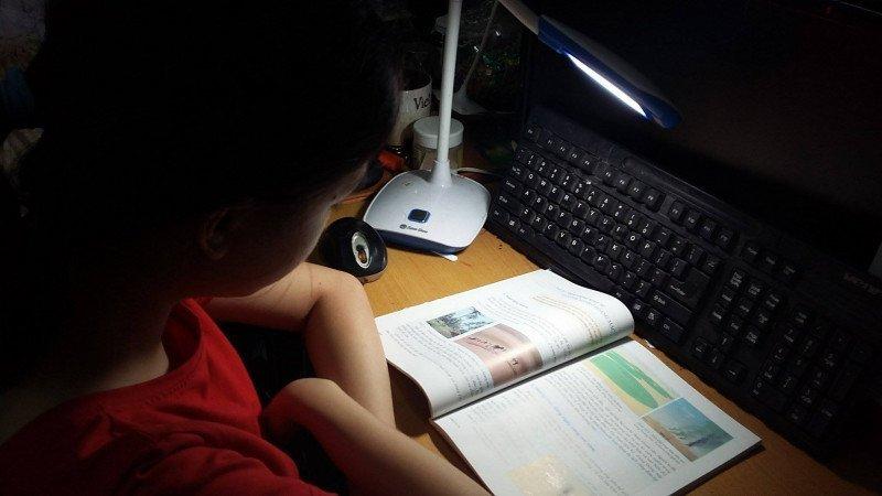 Quy tắc chọn đèn học cho trẻ